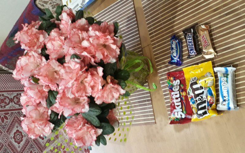 Розовые соцветия в качестве подарка.